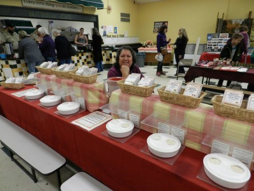 Susan Hougan with Diplicious Artisan Spice Blends from MT Shasta