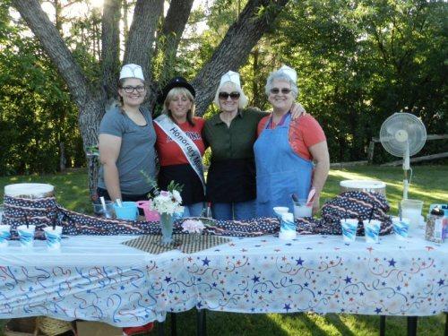 Burney Basin Gang - Haley Henderson, Patty Williams, Jill Barnett and Sandy McCullar serve ice cream