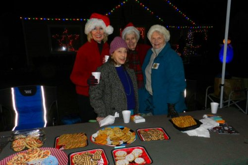 Bobbie Lindgren, Sherry Tanner, Elna Greenwood, and Donna Witherspoon volunteered at the Lions Auxiliary cookie table