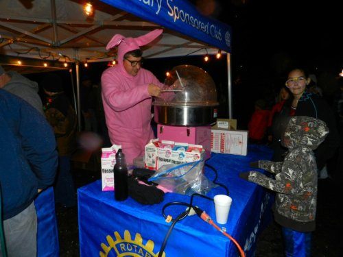 Christmas bunny Willie Rodriguez making cotton candy for the kids