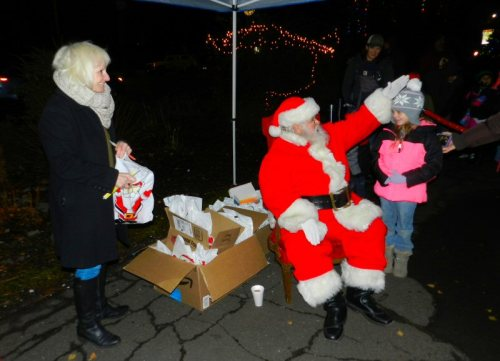 Jill Barnett presented the children with gift bags