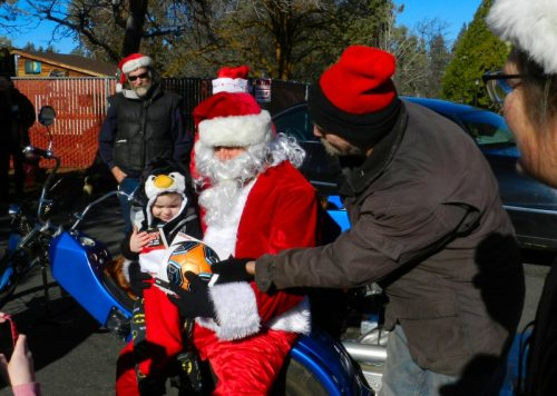 Santa at Cedarwood Apartments in Fall River Mills