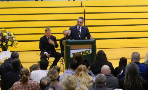 Todd Minner speaks at the memorial Service